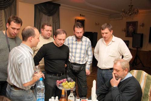 Слева направо: Андрей Харченко, Михаил Лоивский, Сергей Милюченко, Дмитрий Дерезовский, Илья Мостяев, Юра Сахно, Валентин Иванович Алехнович